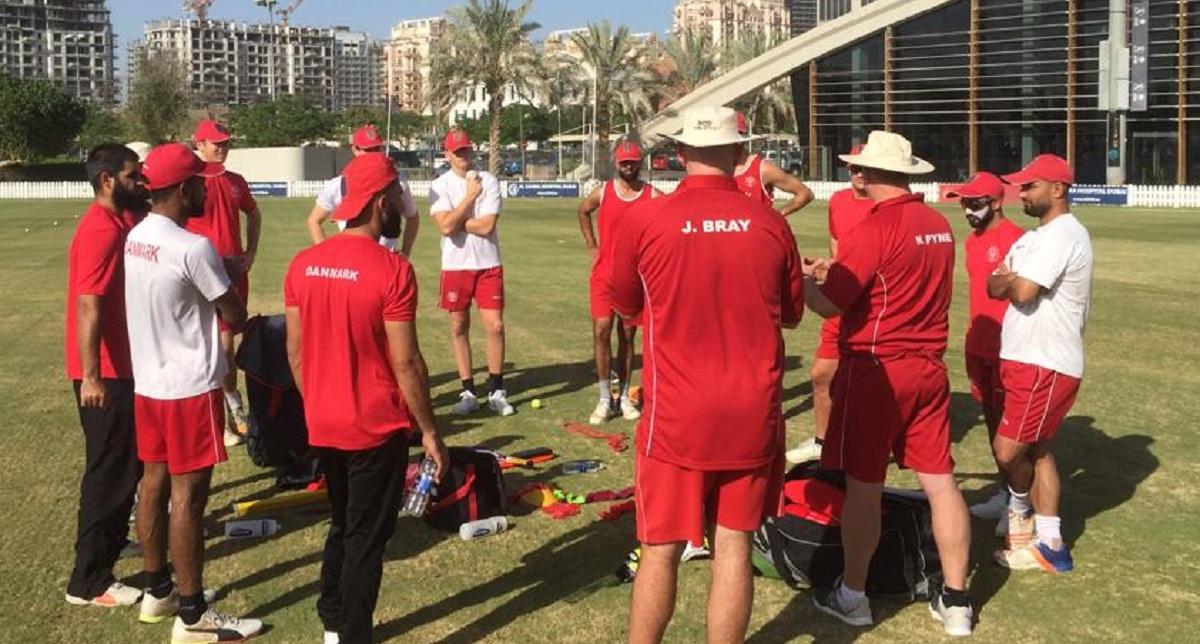 Det danske hold får det svært i Oman 2