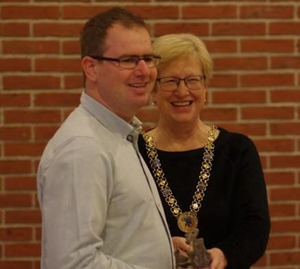 En stolt Mikkel Grøn blev hyldet af Gladsaxes borgmester som årets idrætsleder