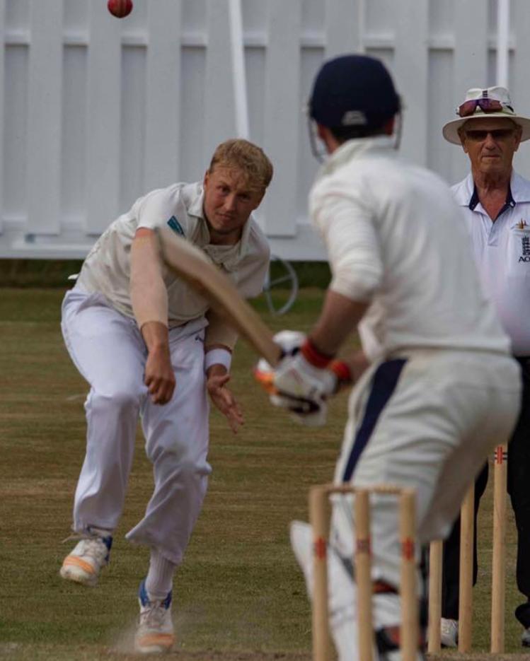 Dansk crickettalent spiller klub-cricket i England 1
