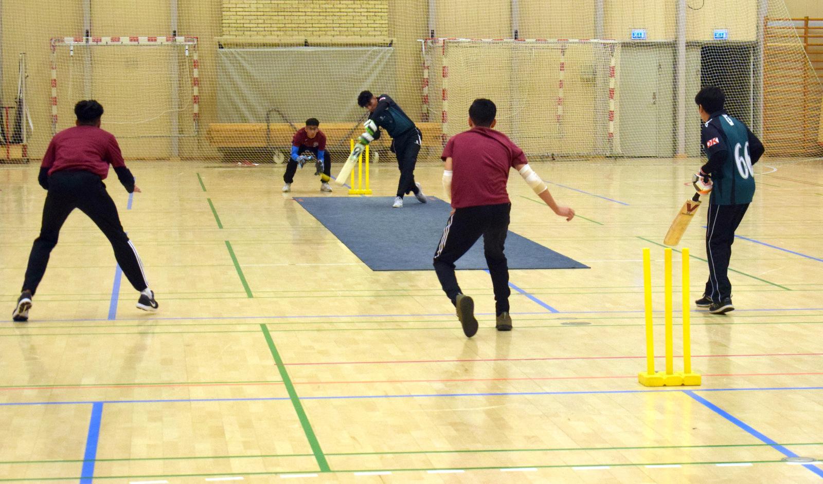 Hvad skulle cricket gøre uden regnedrenge - Inde-DM for U- hold med kun 3 jyske klubber ud af 6 mulige 6